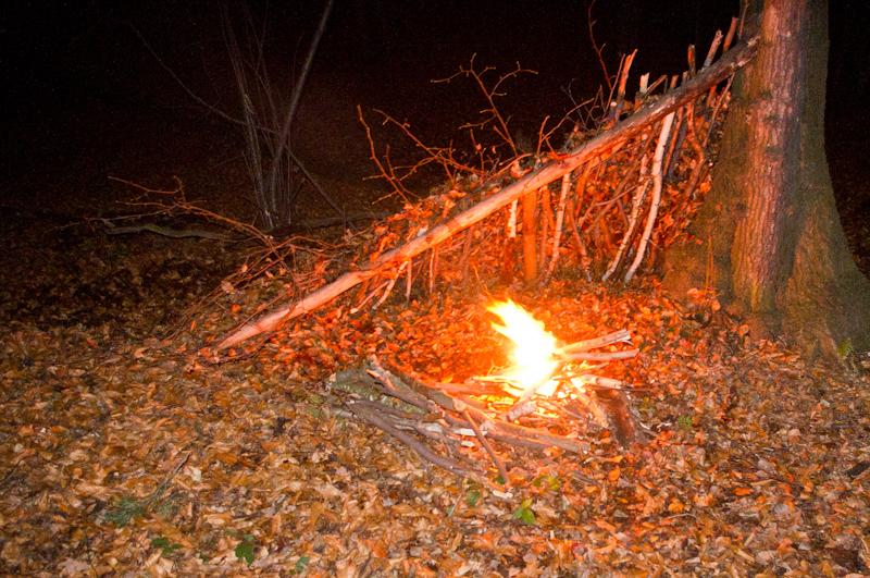 szałas ogień survival
