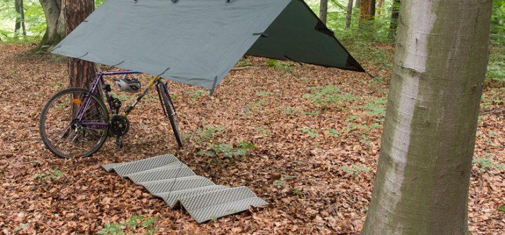 Namiot, tarp czy hamak – jakie schronienie wybrać na wędrówkę.
